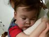 """Staccato il respiratore, Alfie respira da solo da 9 ore. I genitori: """"Lasciatelo andare in Italia"""""""