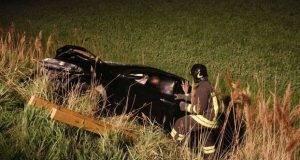 Tragedia a Pasqua: sbalzata in strada dopo un frontale, ragazza di 21 anni muore travolta da un'auto