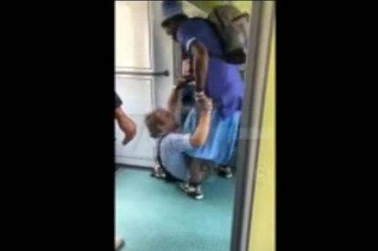 """""""Noi saliamo anche senza biglietto"""", due stranieri picchiano i controllori del treno"""