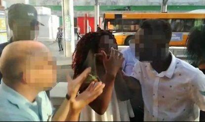 """Aggredisce i controllori sul bus, assolto: """"I controllori gli ricordavano le violente guardie libiche"""""""