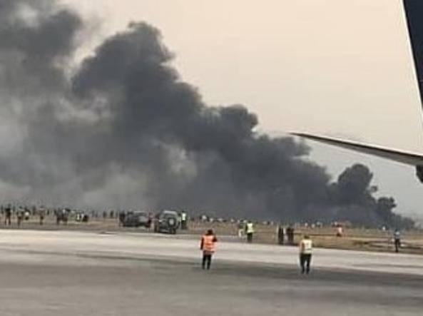 Il boeing si schianta dopo il decollo, 106 morti Strage a Cuba, dove un aereo appena decollato da L'Avana si è schiantato poco dopo il decollo. L'impatto è stato violentissimo: sono morte 106 persone, solamente tre i sopravvissuti. L'aereo era un Boeing 737 noleggiato per conto dell'operatore turistico locale Cubatur , e si è schiantato poco dopo il decollo dall'aeroporto internazionale «José Martí» da L'Avana, Capitale di Cuba. 109 le persone a bordo, 106 i morti. Tre persone sono miracolosamente sopravvissute. La Farnesina è al lavoro per controllare se ci sono anche italiani fra le vittime. L'incidente L'aereo, che era di proprietà della compagnia low est del Messico Dajomh, era partito alle 12.08 locali, le 18 in Italia. Stava andando ad est dell'isola, alla città di Holguin. Dopo il decolloil boeing si è schiantato in una zona agricola, vicina alla cittadina di Santiago de Las Vegas. Sul posto si sono subito recati i soccorsi. Anche il presidente cubano Miguel Diaz-Canel è subito andato sul luogo del disastro. Ci sarebbero solamente 3 sopravvissuti al disastro.