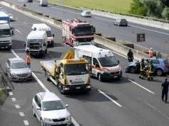 Coinvolto in un incidente ma continua a guidare: 31enne si schianta in autostrada