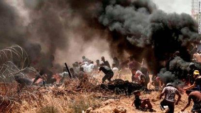 Gaza, tra le vittime anche una neonata a causa di gas lacrimogeni