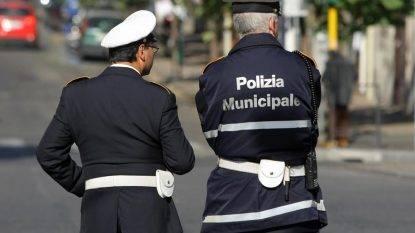 Rassegna 16.5. Aggredisce due vigili in Duomo, il giudice lo scarcera subito