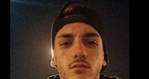 L'auto fa inversione ad U e uccide Raffaele, 17 anni. Il dolore degli amici