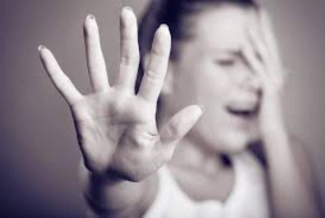 """Stupra la figlia di soli 12 anni: """"Così impari a difenderti da chi ti vuole violentare"""""""