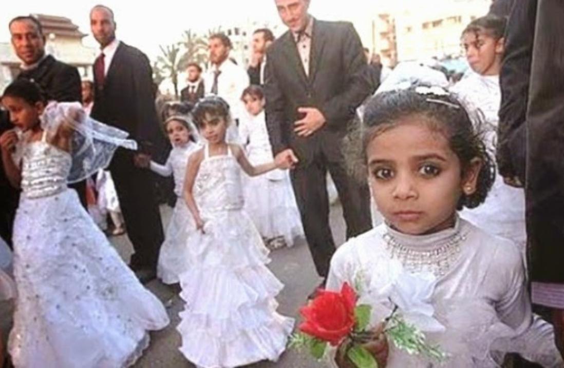 Matrimonio In Extremis : Il padre la promette in sposa al nipote a soli anni