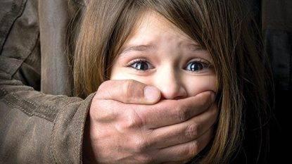 """Stupra la figlia di 13 anni, padre arrestato: """"Per me è normale, succede in tutte le famiglie"""""""