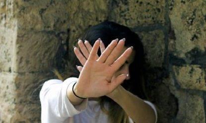 Tenta di stuprare una donna nell'androne, salvata dall'intervento dei condomini