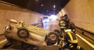 """Incidente stradale: Coppia di coniugi muore nel giorno più """"speciale"""" della figlia"""