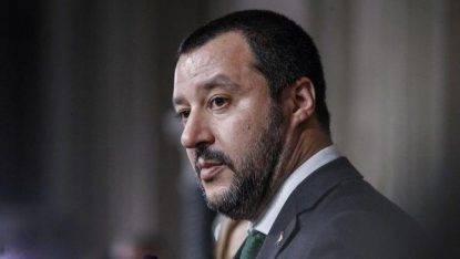 """Clandestini, Salvini: """"Per gli irregolari è finita la pacchia. Benvenuto chi fugge dalla guerra"""""""