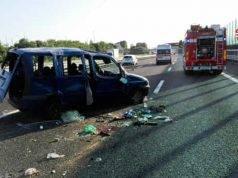 Inferno in autostrada, furgone tampona autocisterna: un morto