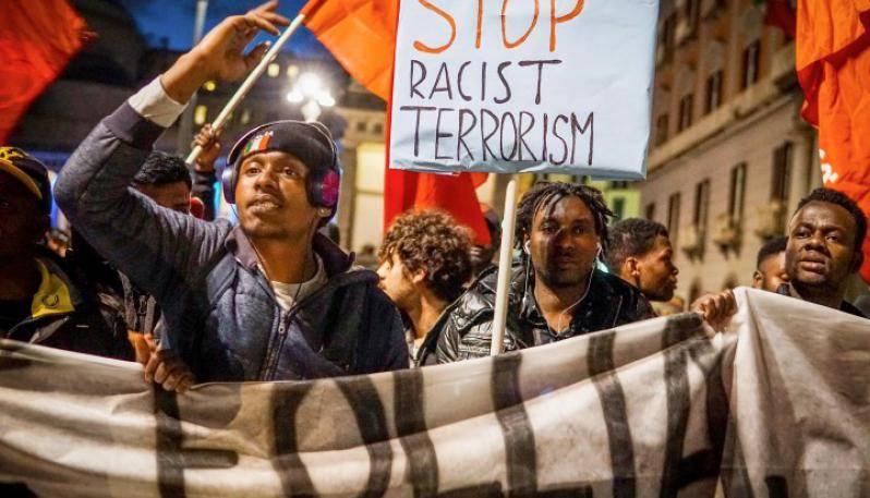 minacce e odio razziale verso un lavoratore straniero