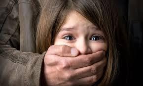 Orrore sul web: si scambiavano video di abusi su neonati, sei pedofili arrestati