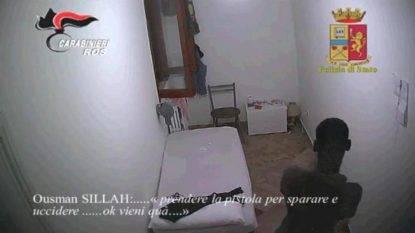 """Terrorismo, fermato """"guerriero di Dio"""" in un centro di accoglienza a Napoli. Ecco l'orrore che voleva compiere"""