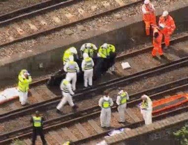 """Terribile incidente sui binari della stazione, la Polizia: """"Morti inspiegabili"""""""