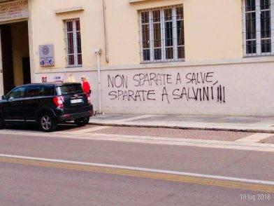 """""""Sparate a Salvini"""" le minacce al ministro a Parma. Ecco la sua risposta"""