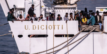 """Rassegna 12.7. Immigrati salvati da nave italiana minacciano equipaggio. Salvini: """"Se sbarcano vanno in galera"""""""