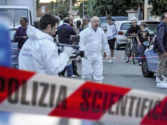 Tragedia a Salerno, donna si suicida tagliandosi la gola: marito sotto choc