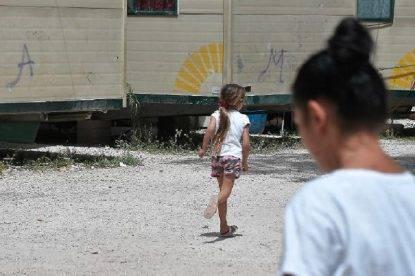 Scoperta choc nel campo rom: una bimba di 3 anni tenuta in ostaggio da due anni e minacciata di morte