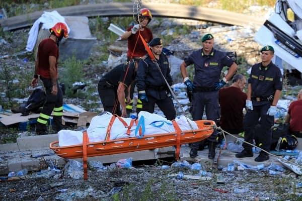"""Genova, furono due le interrogazioni al governo nel 2015-16: """"I giunti cedono, il ponte è a rischio""""."""