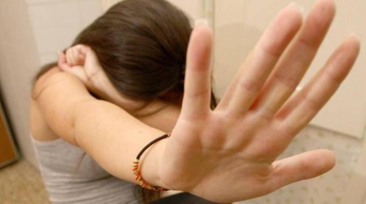 """Lecce, minorenne denuncia: """"Io violentata nella pineta da due stranieri"""". Fermato un uomo"""