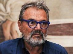 """Oliviero Toscani punta il dito contro gli Italiani: """"Danno colpa ai Benetton, popolo di infelici incattiviti"""""""