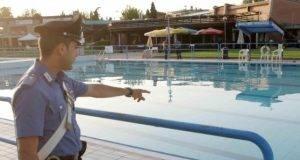 Ragazzo di 21 anni annega in piscina: l'amica di 18 cerca di salvarlo ed annega anche lei
