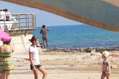 Rassegna 2.8. Gente nuda in spiaggia, protesta dei bagnanti a Pozzallo