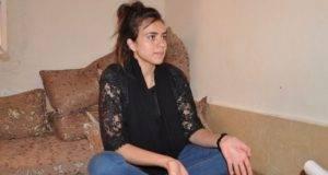 Rifugiata vittima dell'ISIS incontra il suo aguzzino, ma non può essere espulso: così se ne deve andare lei