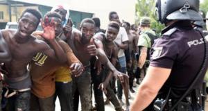 116 immigrati sfondano le barriere a Ceuta: la Spagna li rimanda tutti indietro 24 ore dopo