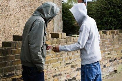 """Spacciatore arrestato e subito liberato: """"Vendere droga è la sua unica fonte di sostentamento"""""""
