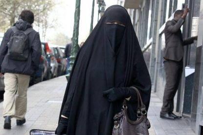 """Corsica choc: """"Se ha il burqa non posso visitare sua moglie"""". Ecco cosa fa il marito al medico, orribile"""