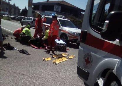 Doppia tragedia sulla via Colombo: 29enne si schianta ed entra in coma, 11enne investito è grave