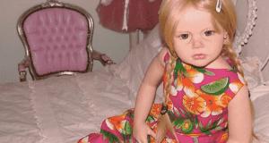 """In vendita online """"bambole per pedofili"""" con fattezze da bambine: orrore nel web"""
