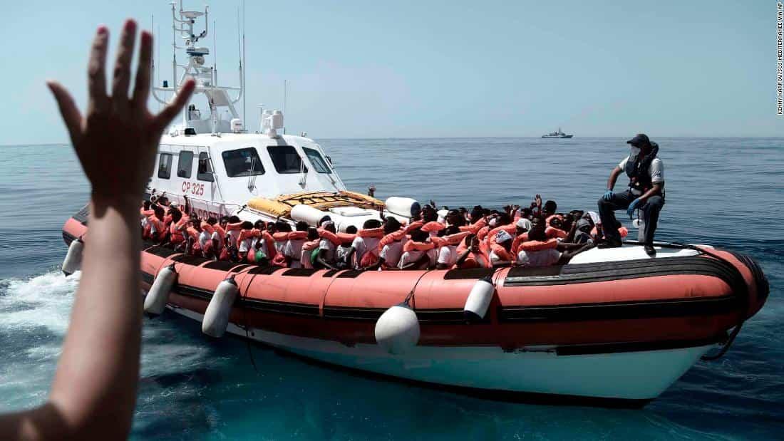 L'Aquarius 2 disubbidisce alla Libia, carica 11 immigrati e si prepara a sbarcare in Europa