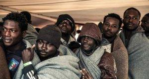"""La Commissione UE bacchetta l'Italia: """"Gli immigrati? Dovete detenerli se necessario. Non fateli fuggire…"""""""