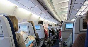 """Passeggero fatto spostare sull'aereo- """"Il suo posto va a un disabile"""". Ma invece ci fanno sedere la Boldrini -min"""