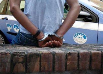 Pusher arrestato e subito scarcerato, aveva una gang armata di spranghe pronta a liberarlo
