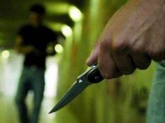 Ragazzino si ribella alla rapina e viene accoltellato: choc in stazione a Bergamo