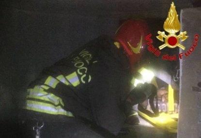 Sale sul tetto di un edificio e precipita per 25 metri nel condotto di areazione: orribile morte di un 15enne