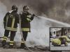 Appicca fuoco alla casa e ci chiude a chiave la figlioletta ed i parenti: salvati dai vigili del fuoco