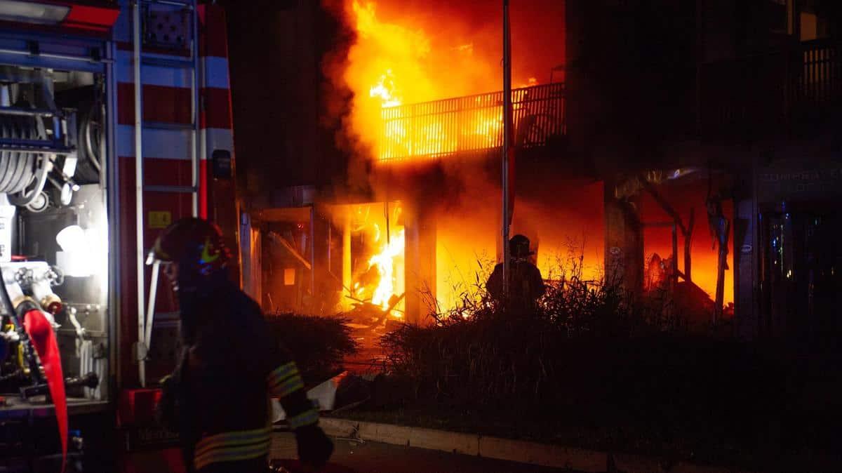 Verona, incendio nella palazzina che ospita immigrati, un passante ferito