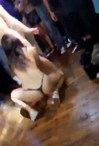 Sesso lesbo in discoteca