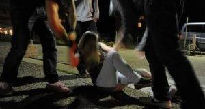 Germania choc, 18enne drogata e stuprata da un branco: sette stranieri indagati