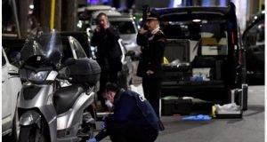 Ladri vengono scoperti da un carabiniere e aprono il fuoco in mezzo alla folla: tragedia sfiorata