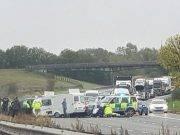 Caravan entra contromano in autostrada