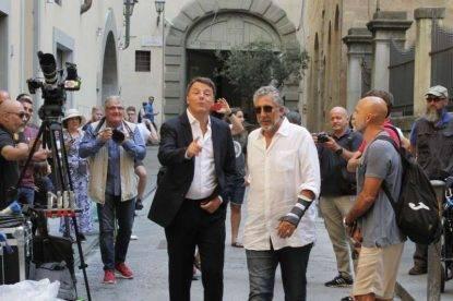 Matteo Renzi e Lucio Presta sul set di Florence