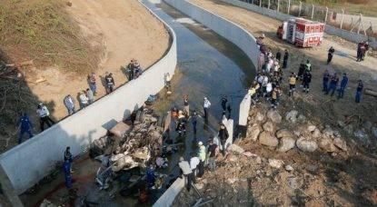 Tir si ribalta nel fiume: 19 morti, anche bambini. Undici le persone ferite