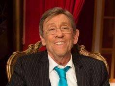 """È morto Sandro Mayer, il giornalista ed ex direttore di """"Gente"""" aveva 77 anni"""